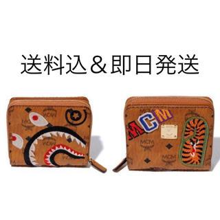 アベイシングエイプ(A BATHING APE)のMCM X BAPE SHARK ZIP WALLET  折り畳み財布 (折り財布)