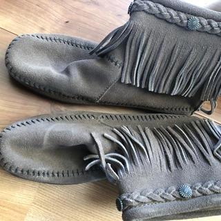 ミネトンカ フリンジショートブーツ(ブーツ)
