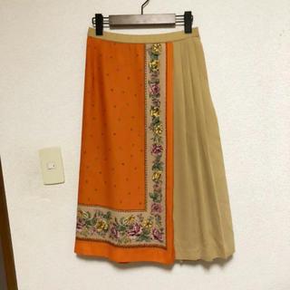 クチュールブローチ(Couture Brooch)のスカーフプリントスカート オレンジ系(ひざ丈スカート)