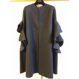 ヴァレンティノ(VALENTINO)のヴァレンチノ マント コート ポンチョ フリル 黒 38 今期!ダブルフェイス(ロングコート)
