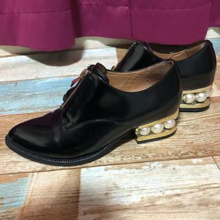 ジェフリーキャンベル(JEFFREY CAMPBELL)のジェフリーキャンベルセンタージッパーパールヒールシューズ(ローファー/革靴)