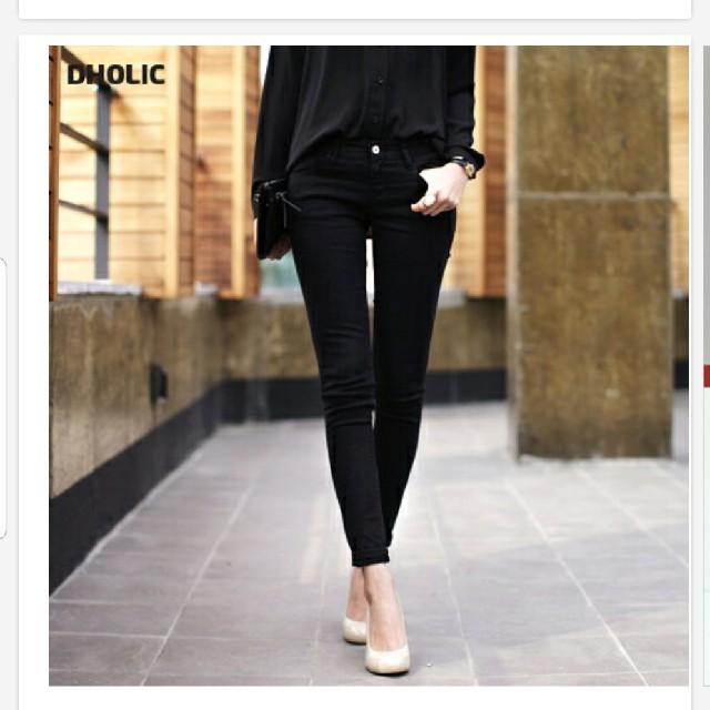 dholic(ディーホリック)のDHOLIC スキニーコットンパンツ サイズ28 ブラック レディースのパンツ(スキニーパンツ)の商品写真