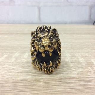 グッチ(Gucci)のグッチ ライオンリング 指輪 ゴールド クリスタル ブラック A97575(リング(指輪))