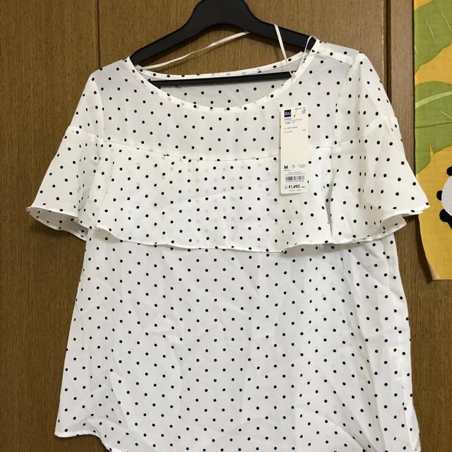 GU(ジーユー)のGU ドットフリルブラウス レディースのトップス(シャツ/ブラウス(半袖/袖なし))の商品写真