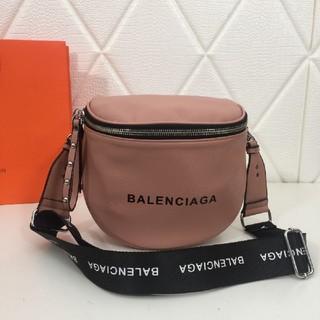 Balenciaga - 人気の新型斜めショルダーバッグ
