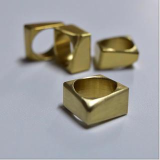 マルタンマルジェラ(Maison Martin Margiela)の▪︎ Uimp▪︎ gold squarering  レディース リング 指輪(リング(指輪))