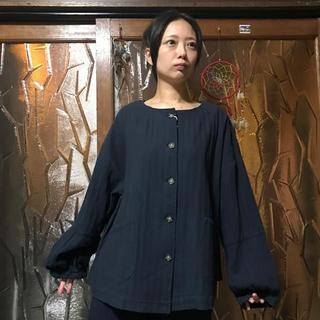 ムジルシリョウヒン(MUJI (無印良品))の【新品】peniphass L コットン100 ボリューム袖ジャケット ネイビー(ノーカラージャケット)