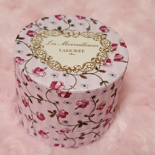 レメルヴェイユーズラデュレ(Les Merveilleuses LADUREE)のLes Merveilleuses LADURÉEラデュレ⑅チーク入れ花柄ケー(チーク)