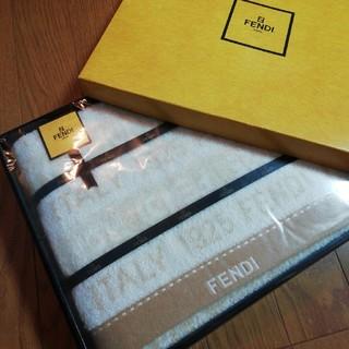 フェンディ(FENDI)のFENDIフェンディ バスタオル箱入り(新品)(タオル/バス用品)