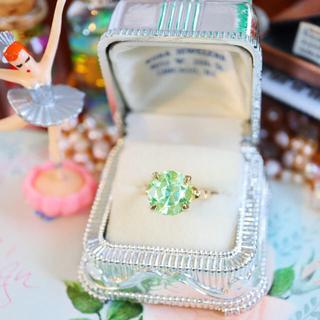 専用ページ♡ネオンの煌めき✩⃛蓮の花の様な石座のエメラダの指輪*⋆*(リング(指輪))
