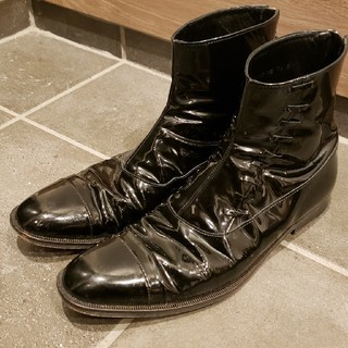 ジョンローレンスサリバン(JOHN LAWRENCE SULLIVAN)のジョンローレンスサリバン エナメルバックジップブーツ(ブーツ)