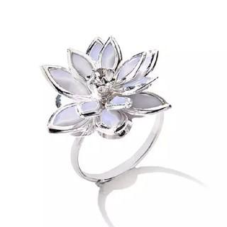 ダチュラ(DaTuRa)の新品♥指輪/フラワーリング/シルバー×ホワイト/ストーン/サイズ調節/可愛い(リング(指輪))