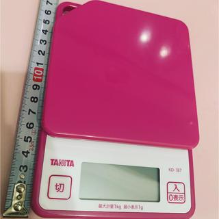 タニタ(TANITA)の中古 タニタ キッチンスケール KD-187 ピンク 計り 重さ 天秤 料理(調理機器)