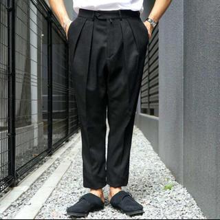 コモリ(COMOLI)のNEAT Cotton Karsey Tapaerd BLACK 44 (スラックス)