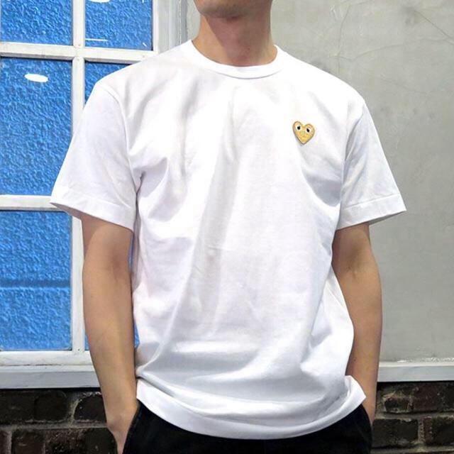 COMME des GARCONS(コムデギャルソン)の即日発送!ゴールドハート プレイコムデギャルソン メンズ Tシャツ XLサイズ  メンズのトップス(Tシャツ/カットソー(半袖/袖なし))の商品写真