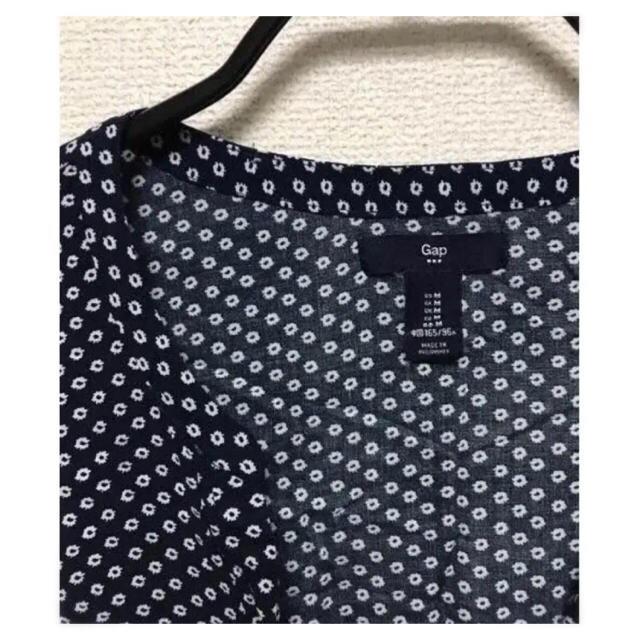 GAP(ギャップ)のGAP 小花柄 ひまわり ネイビー ノースリーブ ブラウス レディースのトップス(シャツ/ブラウス(半袖/袖なし))の商品写真