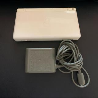 ニンテンドーDS(ニンテンドーDS)のNintendo DS lite ホワイト本体ゲームソフトドラクエ 充電器付き(携帯用ゲーム機本体)