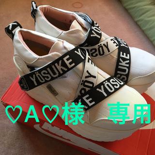 ヨースケ(YOSUKE)の美品 ヨースケ厚底スニーカーL ロゴストラップベルト 人気の白 ウエッジソール(スニーカー)