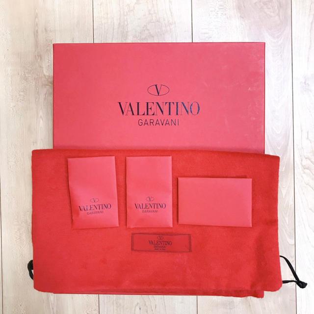 valentino garavani(ヴァレンティノガラヴァーニ)のVALENTINO ロックスタッズ パテント ケージドパンプス  レディースの靴/シューズ(ハイヒール/パンプス)の商品写真