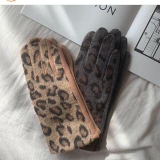 スリーコインズ(3COINS)の即購入可能新品タグ付きヒョウ柄スマホ対応手袋グレーレオパード(手袋)