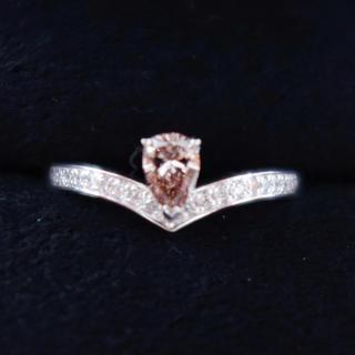 0.332ctの希少なVS2ランクの肌馴染みの良いブラウニッシュピンクダイヤ(リング(指輪))