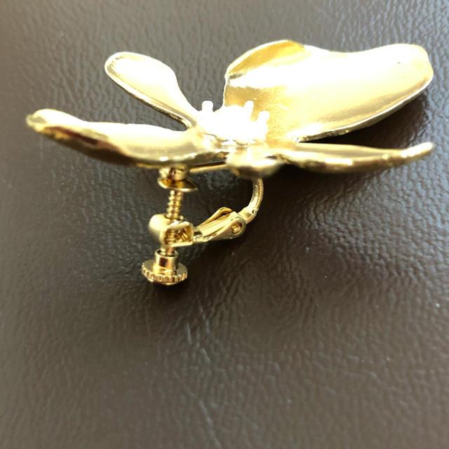 大きめ フラワー ゴールド イヤリング ハンドメイドのアクセサリー(イヤリング)の商品写真