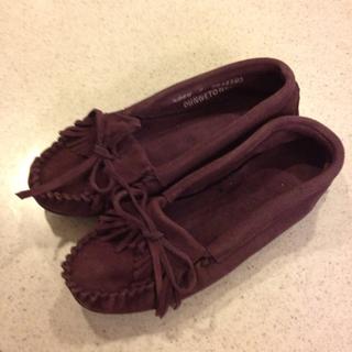 ミネトンカ(Minnetonka)のミネトンカスエードモカシン(ローファー/革靴)