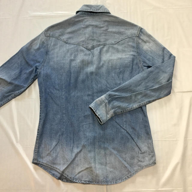 AKERICO(アケリコ)の薄手のデニムシャツ【薄いブルー】 メンズのトップス(シャツ)の商品写真
