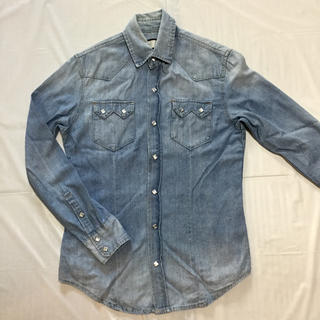 アケリコ(AKERICO)の薄手のデニムシャツ【薄いブルー】(シャツ)