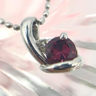 ☆K18WG ガーネット ダイヤ 0.01 デザイン ネックレス 40cm(ネックレス)