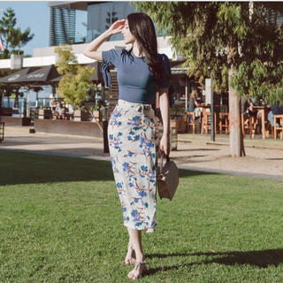 ディーホリック(dholic)のATTRANGS パフ袖Tシャツ&花柄ラップスカート(セット/コーデ)