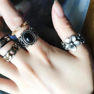 フォーエバートゥエンティーワン(FOREVER 21)のファッションリング5つとチェーン (リング(指輪))