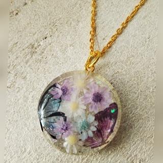 レジン 丸型 ネックレス お花と蝶々(ネックレス)