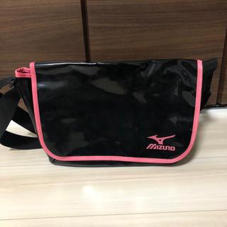 ミズノ(MIZUNO)の美品★ミズノ★エナメルバッグ★黒×ピンク(ショルダーバッグ)