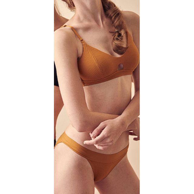 新品 ノンワイヤーカップ付き リブブラレット&ショーツセット オレンジ レディースの下着/アンダーウェア(ブラ&ショーツセット)の商品写真