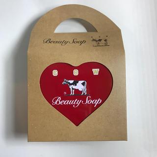ギュウニュウセッケン(牛乳石鹸)のカウブランド 赤箱 ハート缶(洗顔料)