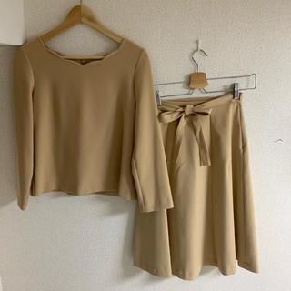ナチュラルビューティーベーシック(NATURAL BEAUTY BASIC)のキャメルセットアップ トップス・リボン付きスカート(セット/コーデ)