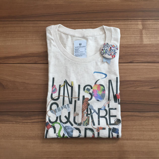 UNISON SQUARE GARDEN(ユニゾンスクエアガーデン)のユニゾンTシャツ缶バッジセット エンタメ/ホビーのタレントグッズ(ミュージシャン)の商品写真