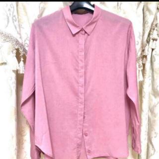 ロッソ(ROSSO)のアーバンリサーチ Rossoピンク抜襟シャツ(シャツ/ブラウス(長袖/七分))
