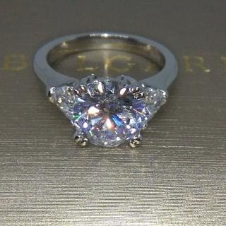 ハリーウィンストン(HARRY WINSTON)の最高級合成ダイヤモンド/ラウンドソリティアサイドペアシェイプ(リング(指輪))