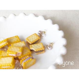 5種類 クリームサンドビスケット(チョコレート)のピアス(ピアス)