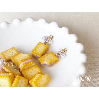 5種類 クリームサンドビスケット(ブルーベリー)のピアス(ピアス)
