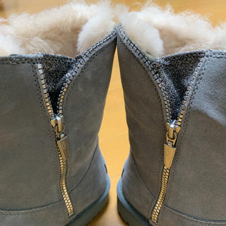 アグ(UGG)の新品 UGG ムートンブーツ ジップ キラキララメ アグ  ライトグレー 26(ブーツ)