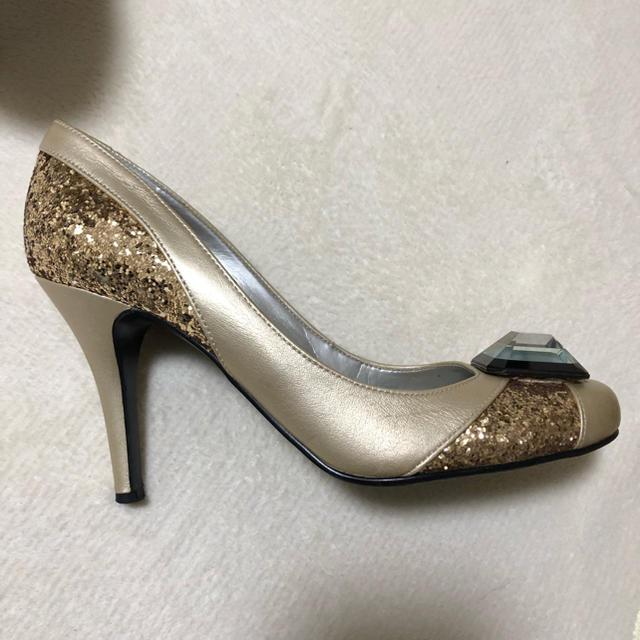 DIANA(ダイアナ)のDIANA ゴールド パンプス レディースの靴/シューズ(ハイヒール/パンプス)の商品写真