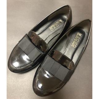 ヌォーボ(Nuovo)のNUOVO 黒ローファー リボン付き(ローファー/革靴)