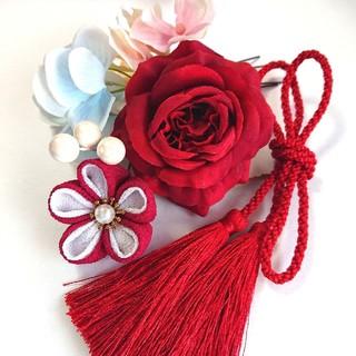 【髪飾り】華やかなバラと小花たち(つまみ細工)ダブルタッセル(ヘアアクセサリー)