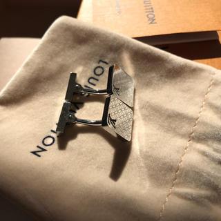ルイヴィトン(LOUIS VUITTON)の正規品 ルイヴィトン  カフス カフリンクス   シルバー製 シルバー色  (カフリンクス)