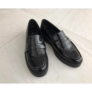 フォーエバートゥエンティーワン(FOREVER 21)のForever21♦︎フォーエバー21♦︎プラットフォームローファーパンプス(ローファー/革靴)