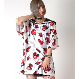 フーガ(FUGA)のTRAVAS TOKYO ビッグ Tシャツ セーラー  襟  イチゴ 総柄 t(Tシャツ/カットソー(半袖/袖なし))
