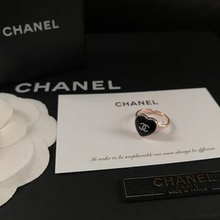 シャネル(CHANEL)のCHANEL ノベルティ ミニハート ピンクゴールド リング(ブラック)(リング(指輪))